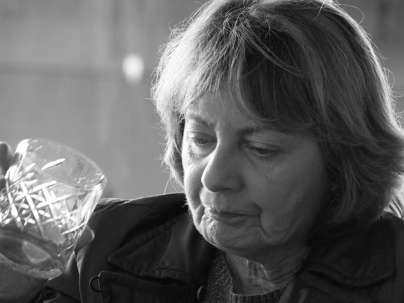 donna con bicchiere di klarinetto
