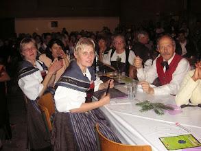 Photo: Trachtengruppe Liestal entspannt nach ihrer Darbietung