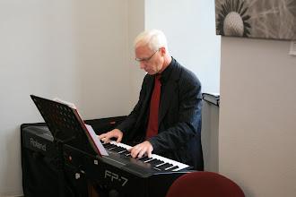 Photo: die musikalische Umrahmung der Vernissage übernahm Herr Christoph Walter, Foto: Steffen Grams