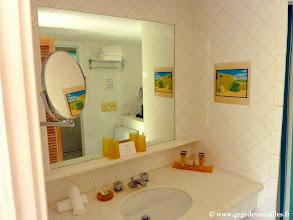 Photo: #011-La salle de bains de notre chambre #365 au Club Med de Columbus Isle.