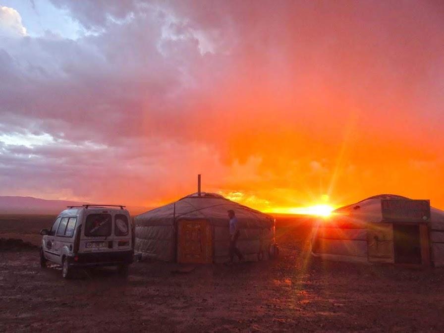 Dia 42 – Apaixonados pelos modos de vida das estepes da Mongólia 🇲🇳 , de Khovd a Buutsagaan | Crónicas do Rally Mongol