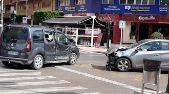 Colisión entre un coche y una furgoneta en la Rambla