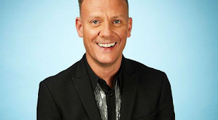 Antony Cotton is best friends with Kylie Minogue