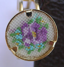 Photo: Un anello con violetta e nontiscordardime