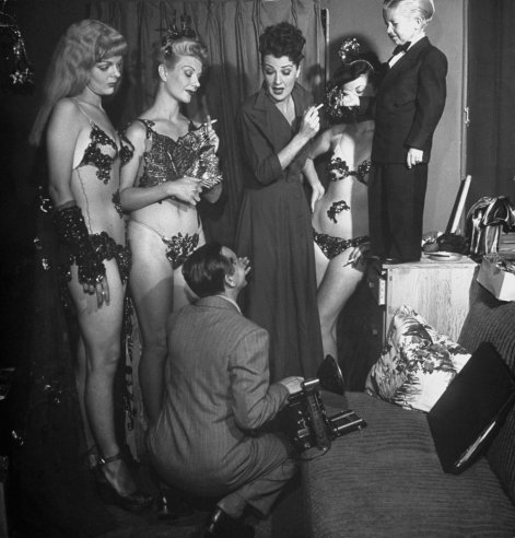 Photo: Gypsy Rose Lee & company pose for publicity photos, 1949