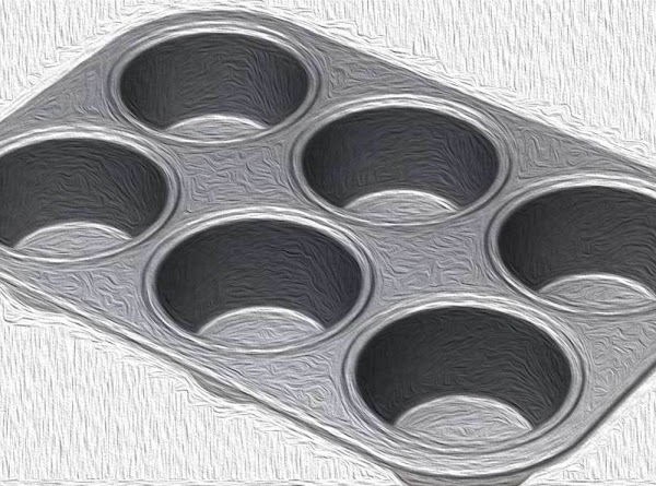 Lightly oil the cups of a large size muffin tin.