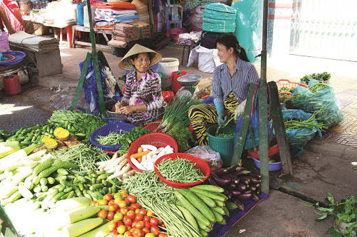 A local outdoor market in Sa Đéc in the Mekong Delta of Vietnam.