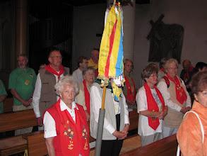 Photo: Mit Wimpeln im ökumenischen Gottesdienst