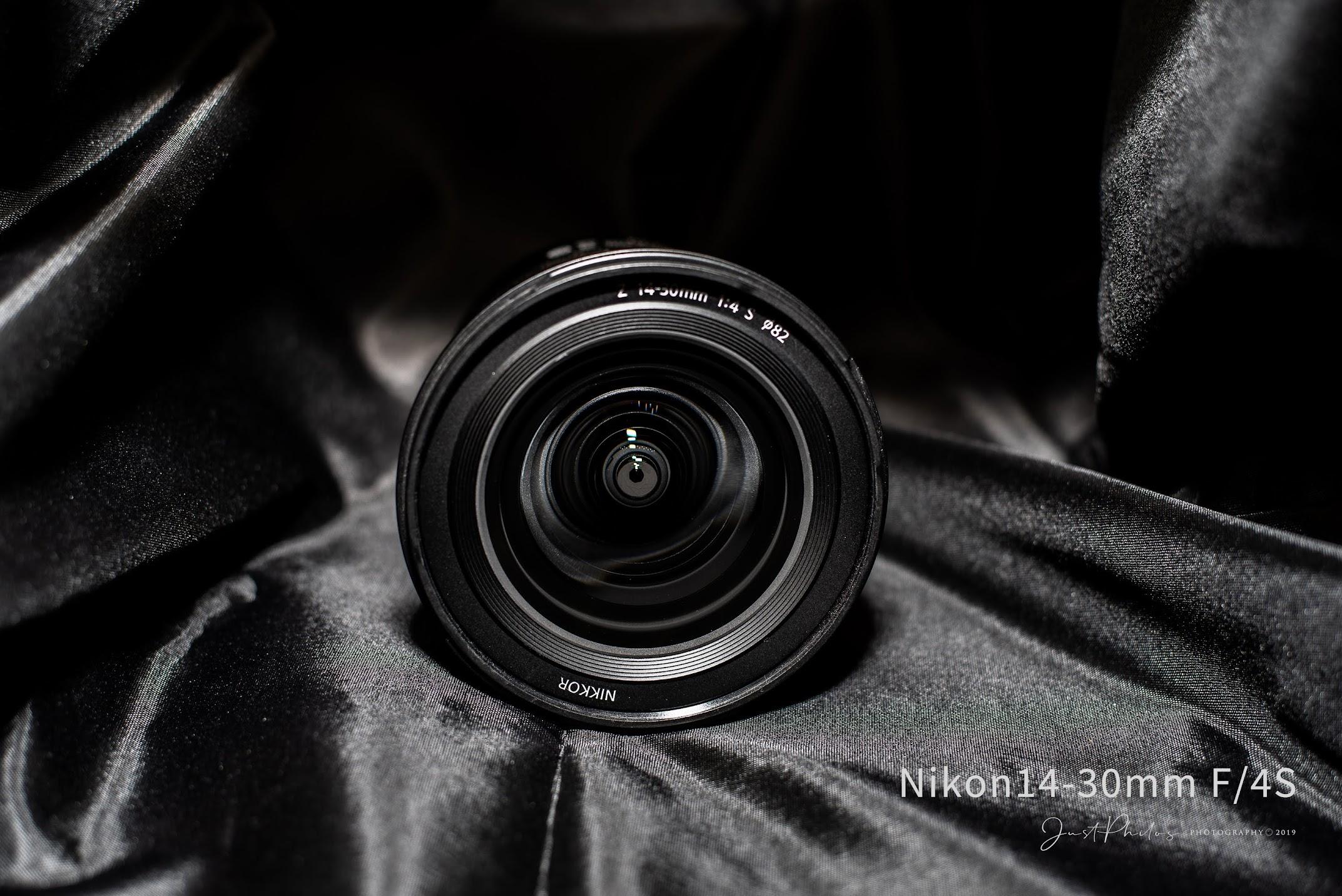鏡頭採用的口徑是82mm的大口徑,可防止拍攝時容易產生邊角暗角的情況。