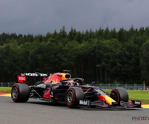 Max Verstappen neemt ondanks late crash wel de maat van Mercedessen in tweede vrije training in Spa