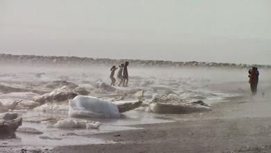 Photo: Nome, Alaska, juin 2013, une marelle sur les glaçons
