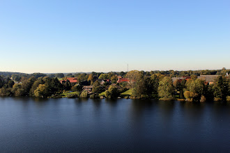 Photo: Blick über den Großensee auf das Dorf