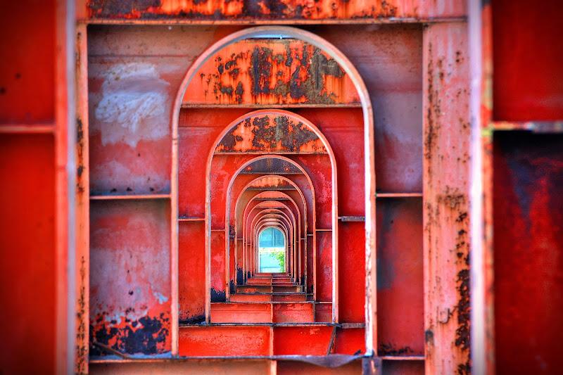 Rosso all' infinito di Paolo Scabbia