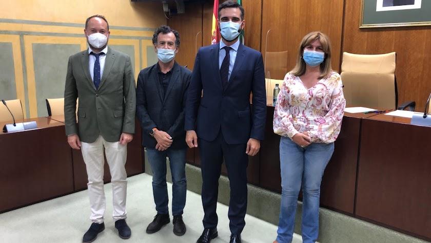 Ramón Fernández-Pacheco, junto a los parlamentarios andaluces del Partido Popular.