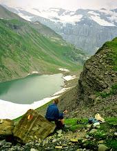 Photo: Rast über dem (See) Lac de Vogealle mit Blick ins Fer a Cheval (Hufeisen) - Weitere Infos zu Touren in Savoyen:  http://pagewizz.com/liste-wanderungen-und-ausfluege-in-hochsavoyen-frankreich/