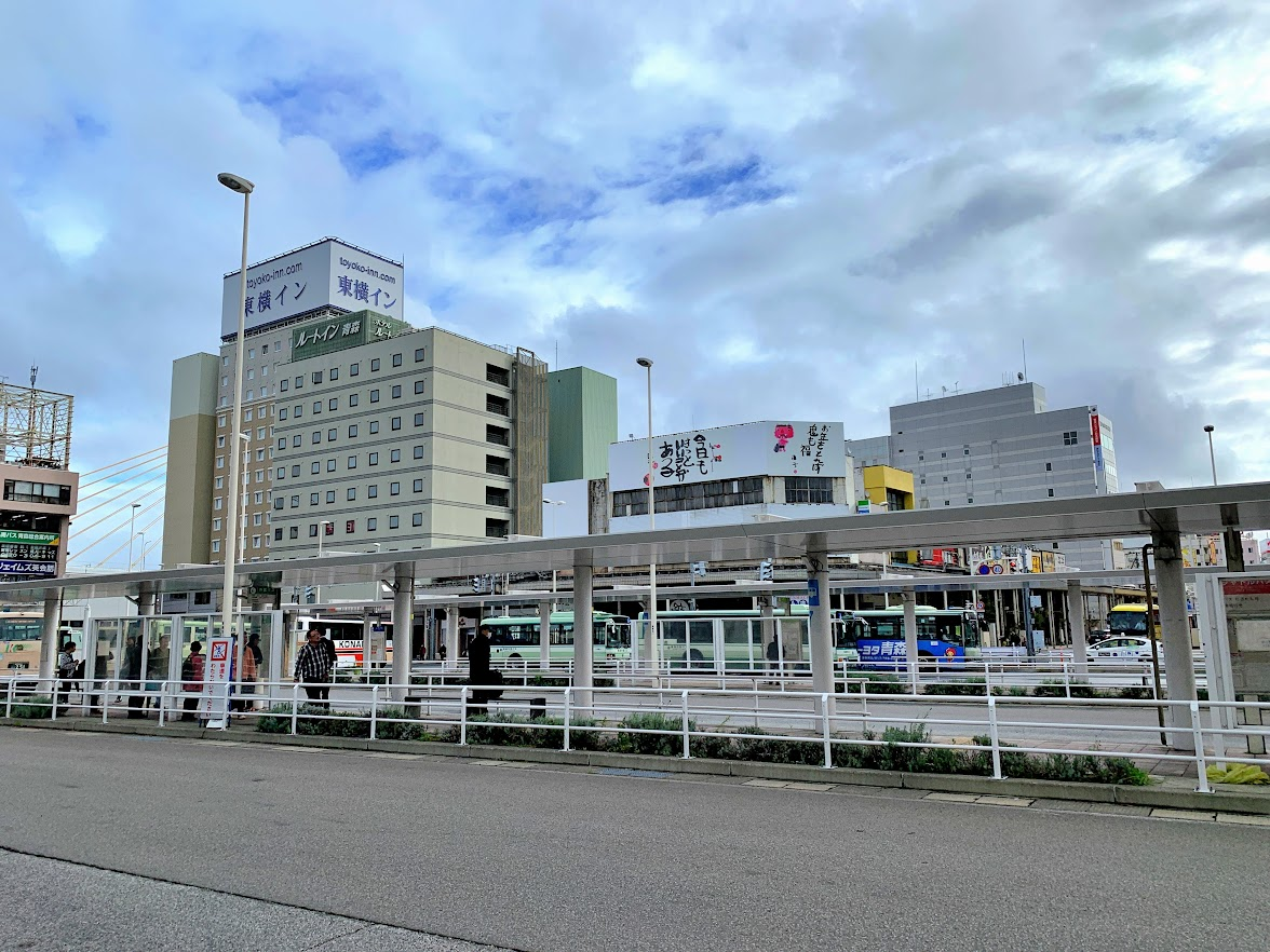 青森駅東口バスターミナル