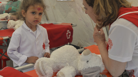 Los peques se ponen en la piel de los profesionales de Cruz Roja