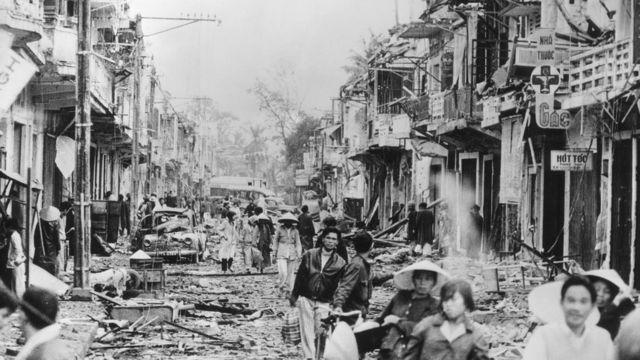 1968: Mồ tập thể đầu tiên bên Sông Hương - BBC News Tiếng Việt