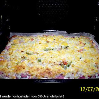 Blätterteig - Pizza mit Sauerrahm