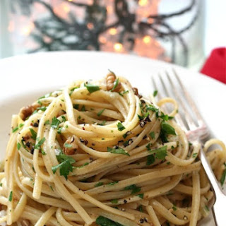 Neapolitan Christmas Eve Spaghetti with Walnuts (U Spaghetti' Anatalina)