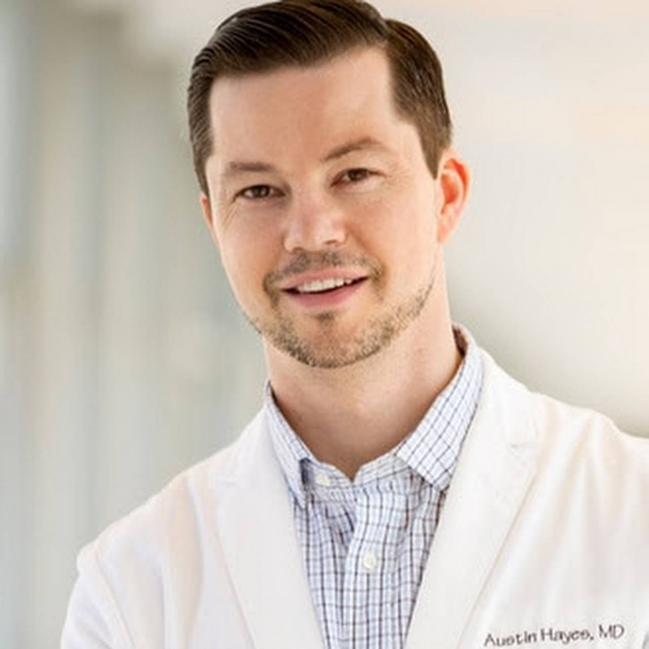 Austin Hayes, MD : Breast Augmentation, Liposuction, Tummy Tuck
