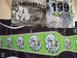 Photo: Les plaques de la rando. et du raid + le foulard tube Buff offert par l'organisation. Merci J-Marie et O'live, je suis très touché...