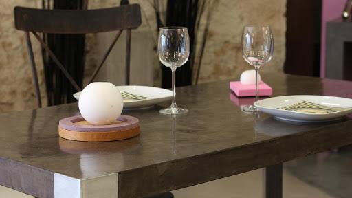 Table de salle à manger contemporaine en béton ciré