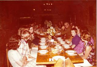 Photo: Turistit maistelivat viinejä Moldaviassa 1975