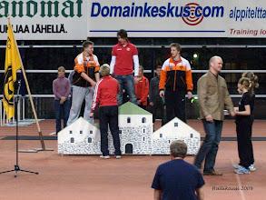 Photo: Valmentaja Tiia Hautala onnittelee
