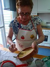 Photo: Mari haciendo masa de madalenas
