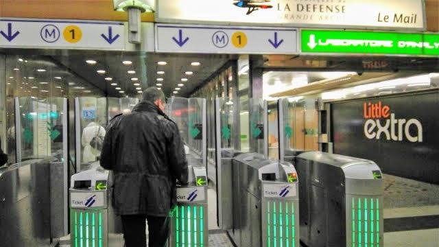 パリ,メーデー,空港,バス,封鎖,交通機関,通行止め,クリスマス,デモ,メトロ