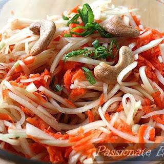 Vietnamese Green Papaya Salad (Goi Du Du)