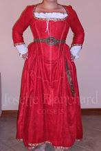 Photo: Vestido Medieval com corset embutido em camurça e algodão ( com anágua), acabamento em gorgorão bordado ( a partir de R$ 500,00), cinto em camurça com fivela, ilhós e rebites em ouro velho ( a partir de R$ 20,00).