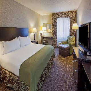Holiday Inn Express and Suites MinneapolisDwtn