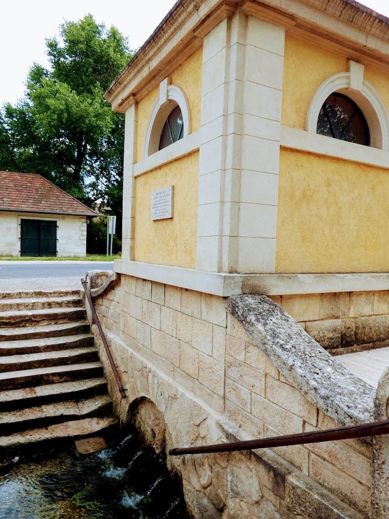 Etyek - Nepomuki Szent János-szobor a Magyar-kút mellett
