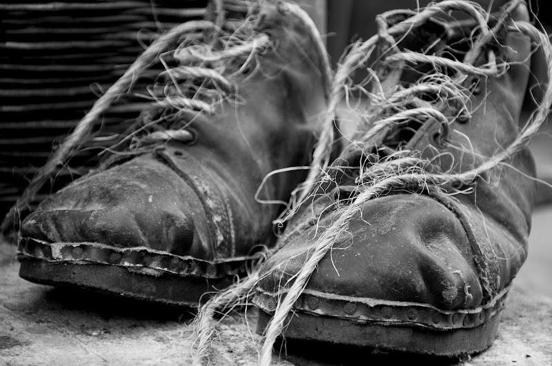 Vecchi scarponi compagni di lavoro di flaviociarafoni