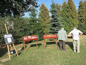 Photo: Wystawa plenerowa na IV Parafialnym Dniu Wspólnoty. 12 września 2015 r. Oglądają p.p. Jan Berger i Stanisław Żoczek. Dalej trzy gabloty tej wystawy.
