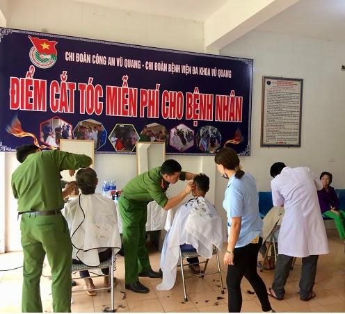 Hoạt động cắt tóc miễn phí được duy trì 2 ngày/tháng