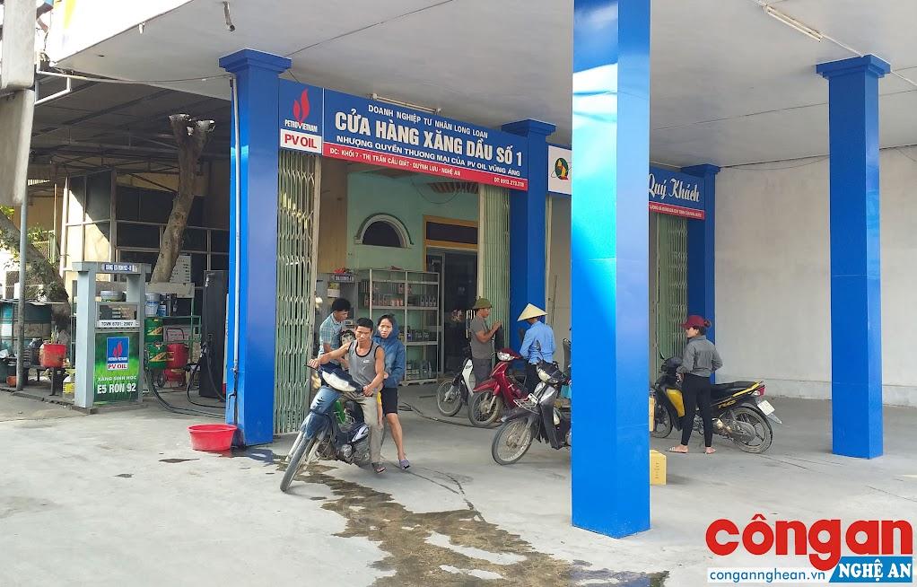 Dù không đầy đủ các thủ tục theo quy định của pháp luật nhưng Cửa hàng xăng dầu số 1 của DNTN Long Loan vẫn kinh doanh xăng dầu trong một thời gian dài