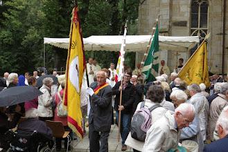 Photo: Fahnenauszug mit GGV-Fahne nach dem Festgottesdienst der 68. Jahreswallfahrt der Grafschaft Glatz zur Gnadenmutter von Telgte