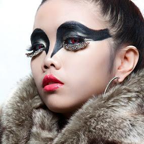 by David Elkana - People Fashion