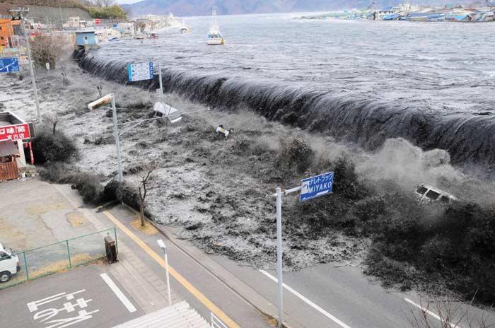 Землетрясение и цунами в Тохоку