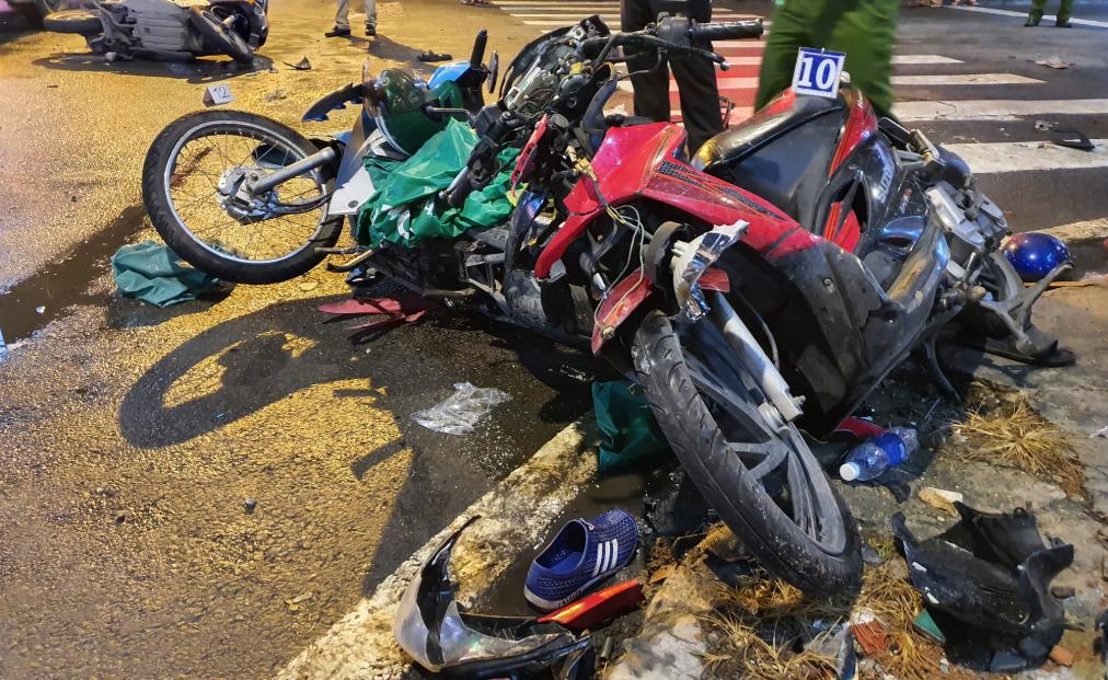 Bình Thạnh: Nữ tài xế đạp nhầm chân ga lùa 8 xe máy, hơn 10 người bị thương - Ảnh 3