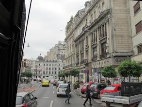 Photo: Rou3S113-151001Bucarest, ville, bus, rue avec beaux immeubles IMG_8608