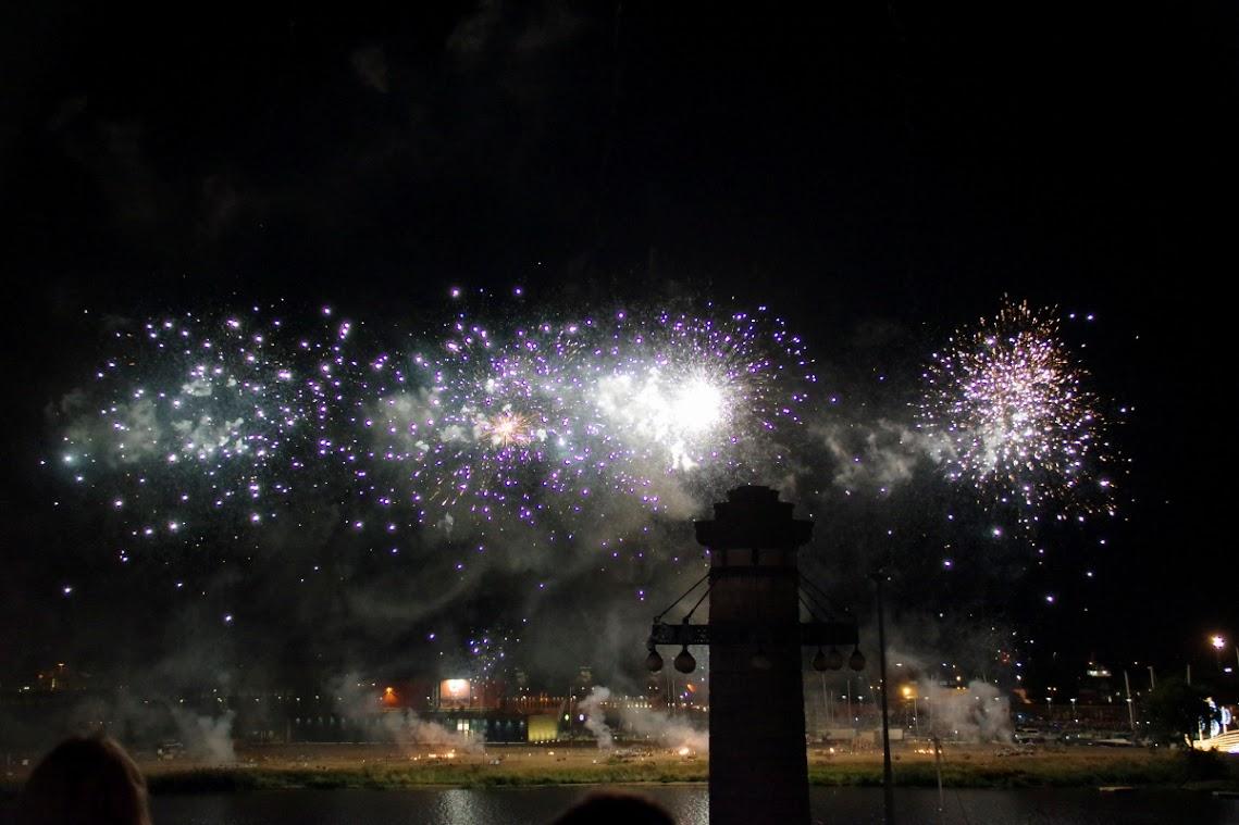 Feuerwerk satt gab es bei der Pyromagic 2018 am Szczeciner Hafen zu erleben und tausenede Besucher kamen. Foto: Andreas Schwarze (asc)