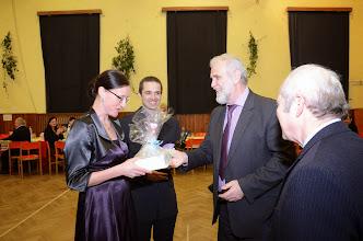 Photo: Dar z rukou pana starosty a jistě i gratulace od pana faráře.