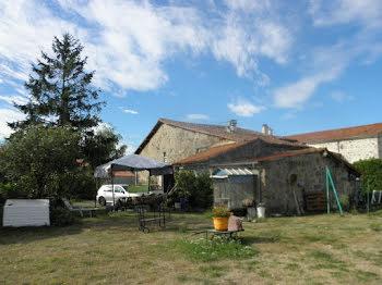 maison à La Chapelle-Saint-Laurent (79)