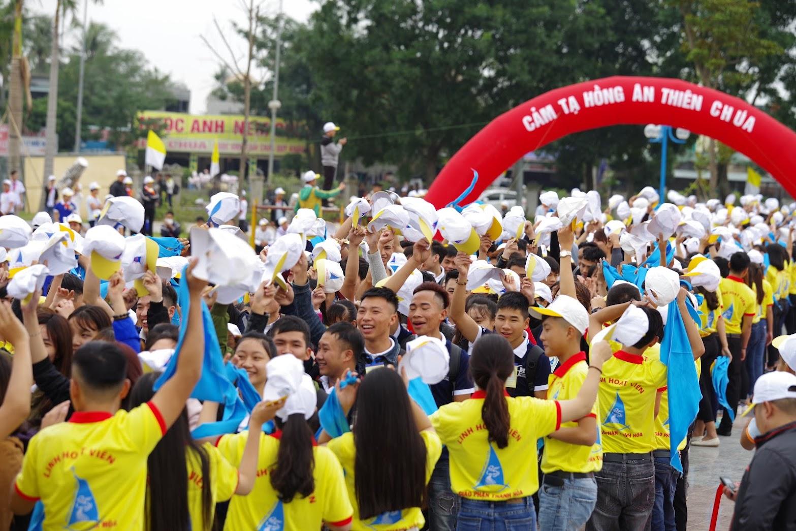Những hình ảnh đẹp về lễ khai mạc Đại Hội Giới Trẻ giáo tỉnh Hà Nội lần thứ XV tại Thanh Hóa - Ảnh minh hoạ 3