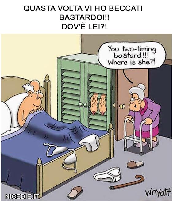 una vecchietta entra con il trespolo nella camera del marito dall'armadio escono delle tette flosce: Questa volta vi ho beccato, bastardo, dov'è lei?