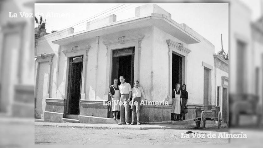 La histórica esquina de la tienda de Juan López León, con fachada a la calle de Antonio Vico y a la calle de Platón.